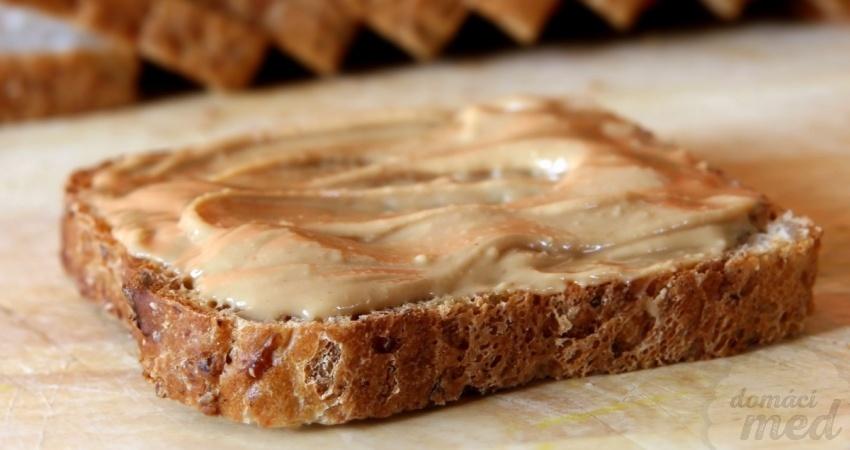 Chleba s medovou pomazánkou