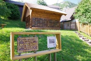 Včelín Anona Janči, Žirovnica, Slovinsko
